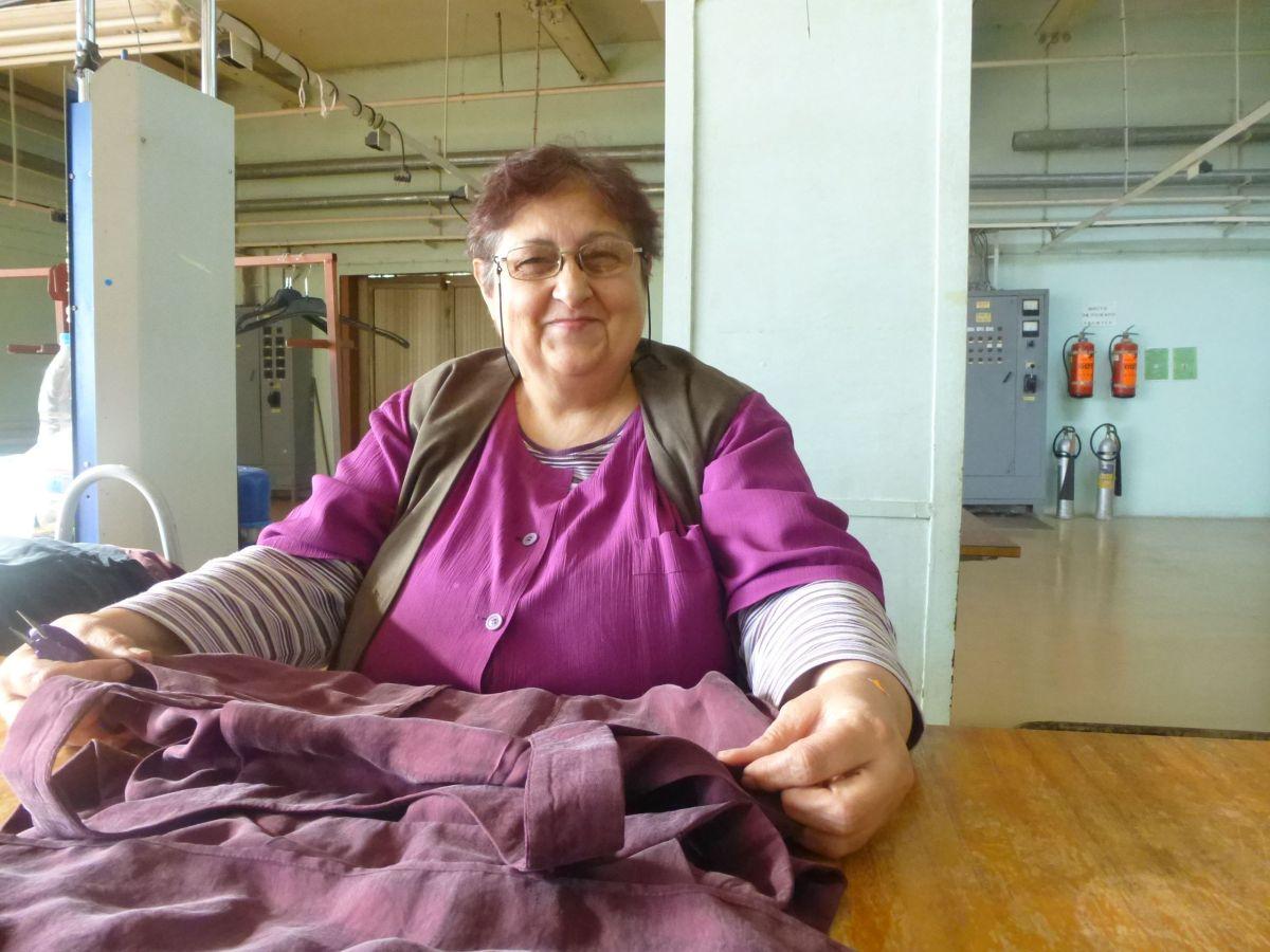 femme-qui-coud-dans-un-atelier-en-bulgarie_1