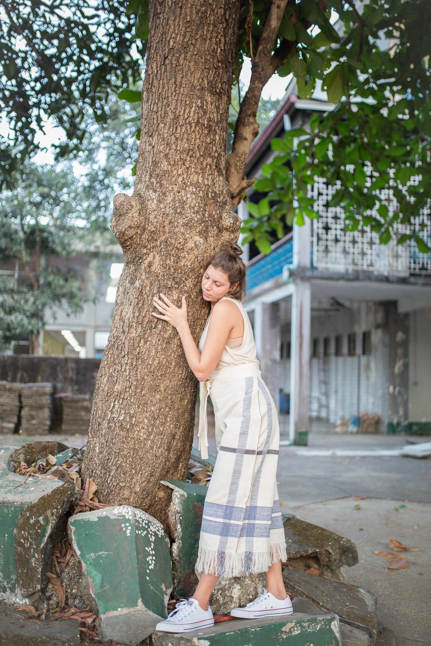 Paloma Ya Ya - SONE-TU_pant_arbre.calin
