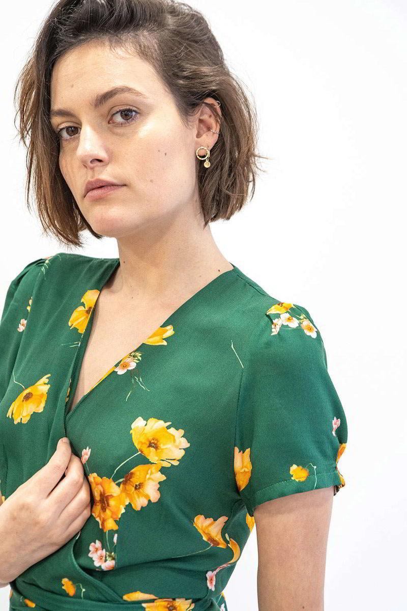 Nos Robes Portefeuille à la demande, ici la robe Zoalie manches courte, vous serez bien habillé pour toutes les occassions.