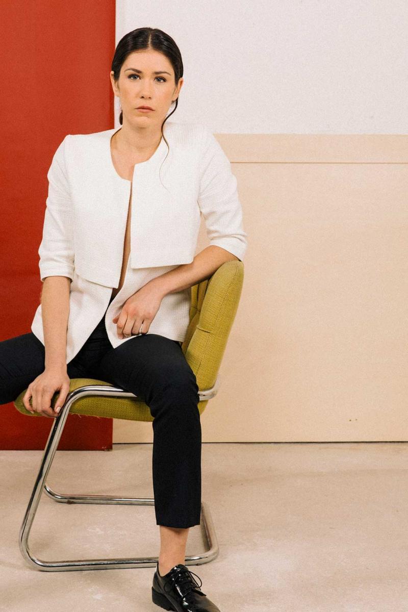 ATODE — Veste à bavolets en coton épais blanc Faustine