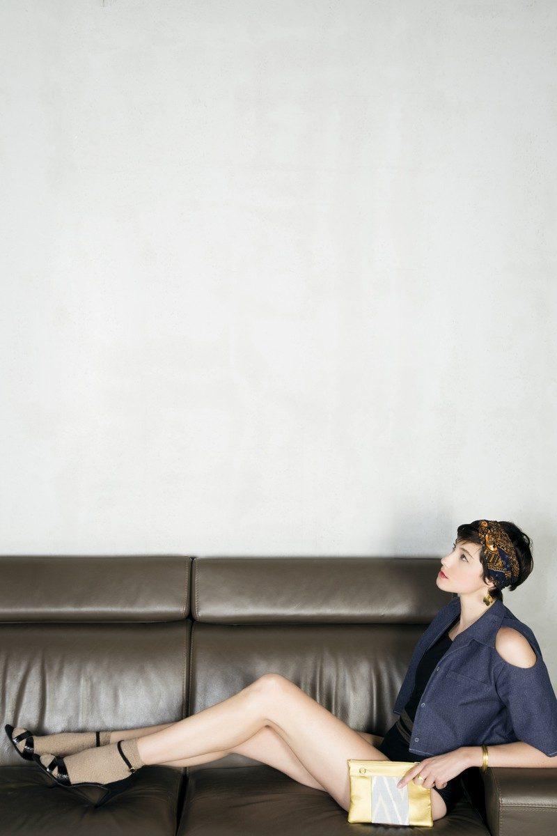 SloWeAre - Les Monades PE - 2018 - Look 11 - 01 Photographe : Audrey Wnent, Atelier artistique Les Monades Stylisme : Ghislain Brown Kossi, Atelier artistique Les Monades Maquillage : Atelier artistique Les Monades Mannequin : Ondine Martinez, blog l'Eloge de la Curiosité Coordination & réalisation : Eloïse Moigno et Thomas Ebélé, SloWeAre Veste : W Y L D E Maillot de bain : Fashion Integrity Pochette : WWOW Boucles d'oreille, bracelet, bagues : Karuni, Le Sourire Multicolore Sac : Maravillas Chaussettes : My Sock Factory