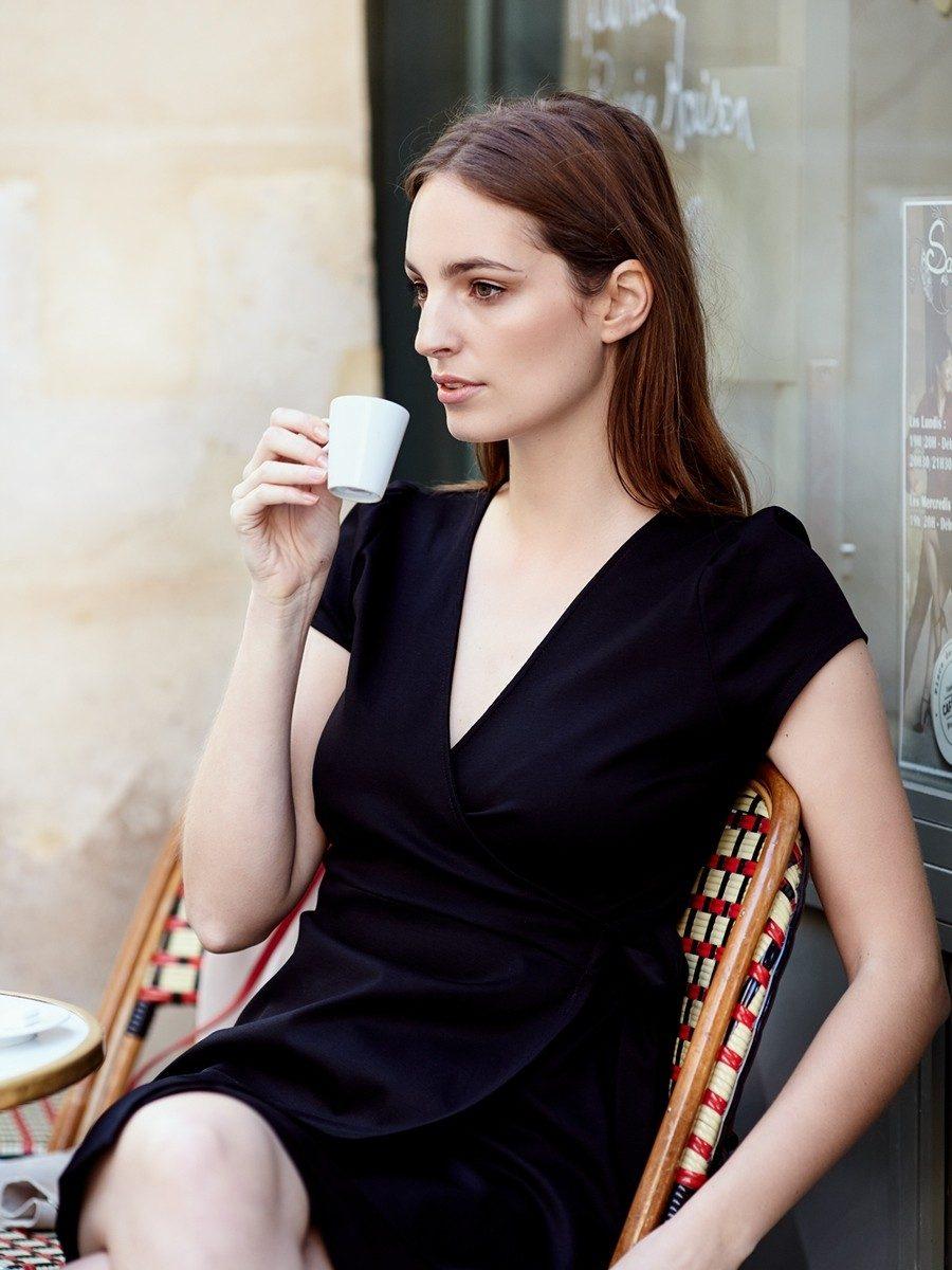 Mlle Paris - cafe portrait