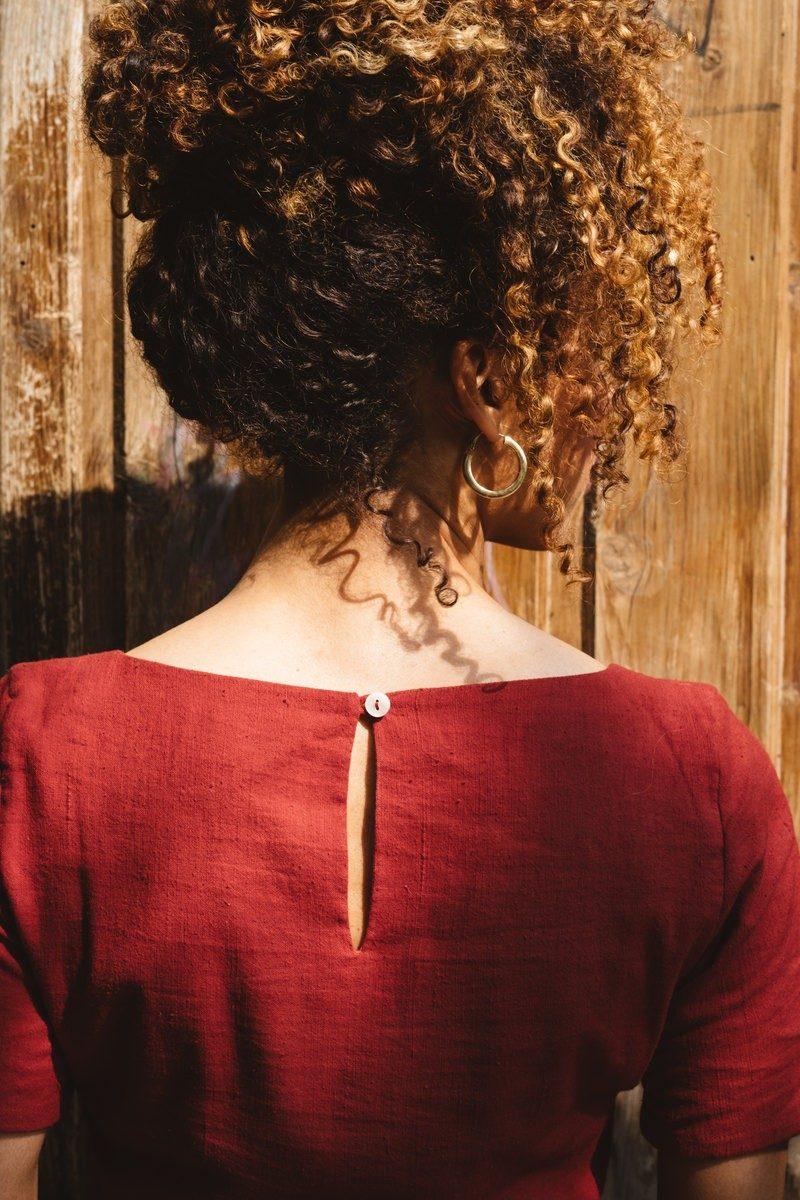 Atelier Unes - robe rouge dos