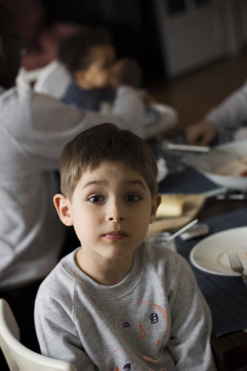 Bonnefamilles - sweat enfant gris chiné coton biologique GOTS - modèle têtes famille imparfaite - 1