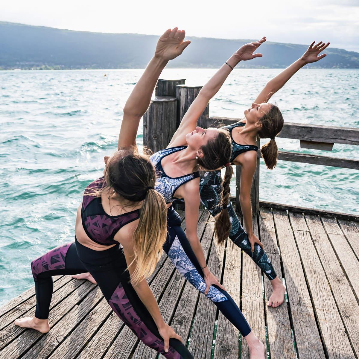 Gayaskin — trois filles face à la mer — crédit photo Esprits Outdoor