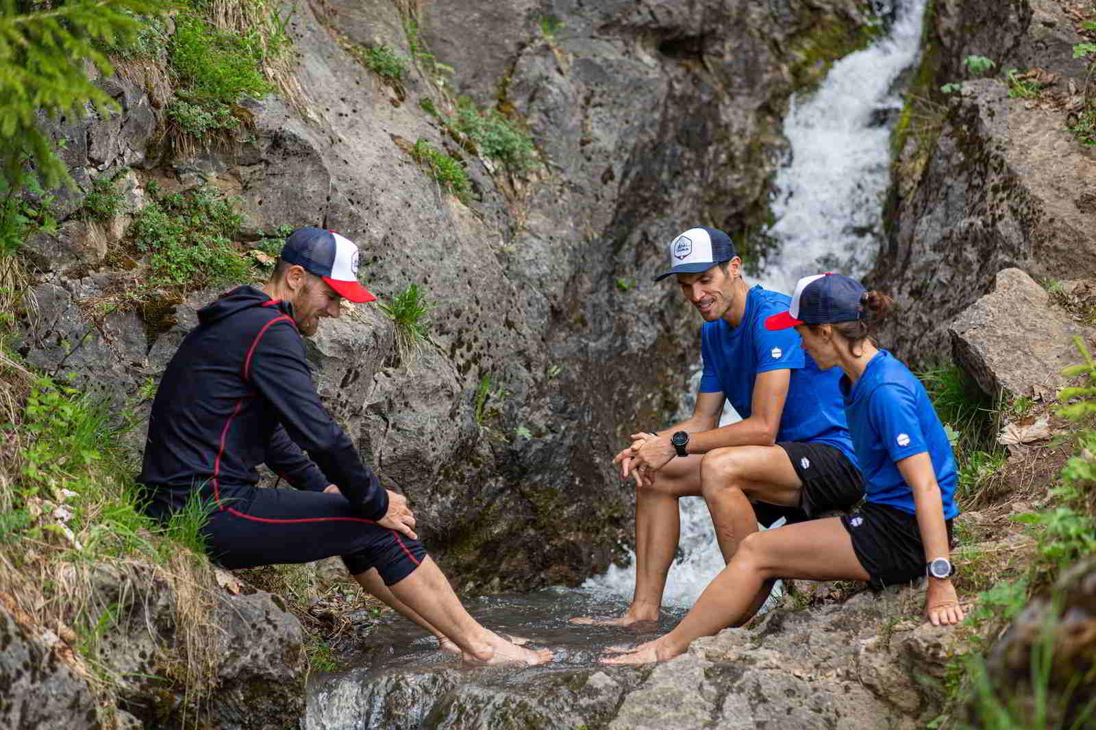 OGARUN -Les trois les pieds dans l'eau - porté par Nicolas, PA et Lucie - copyright OGARUN