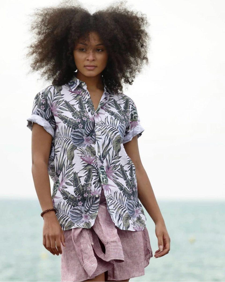 Histon Project chemise motif fleuri porté sur mannequin femme