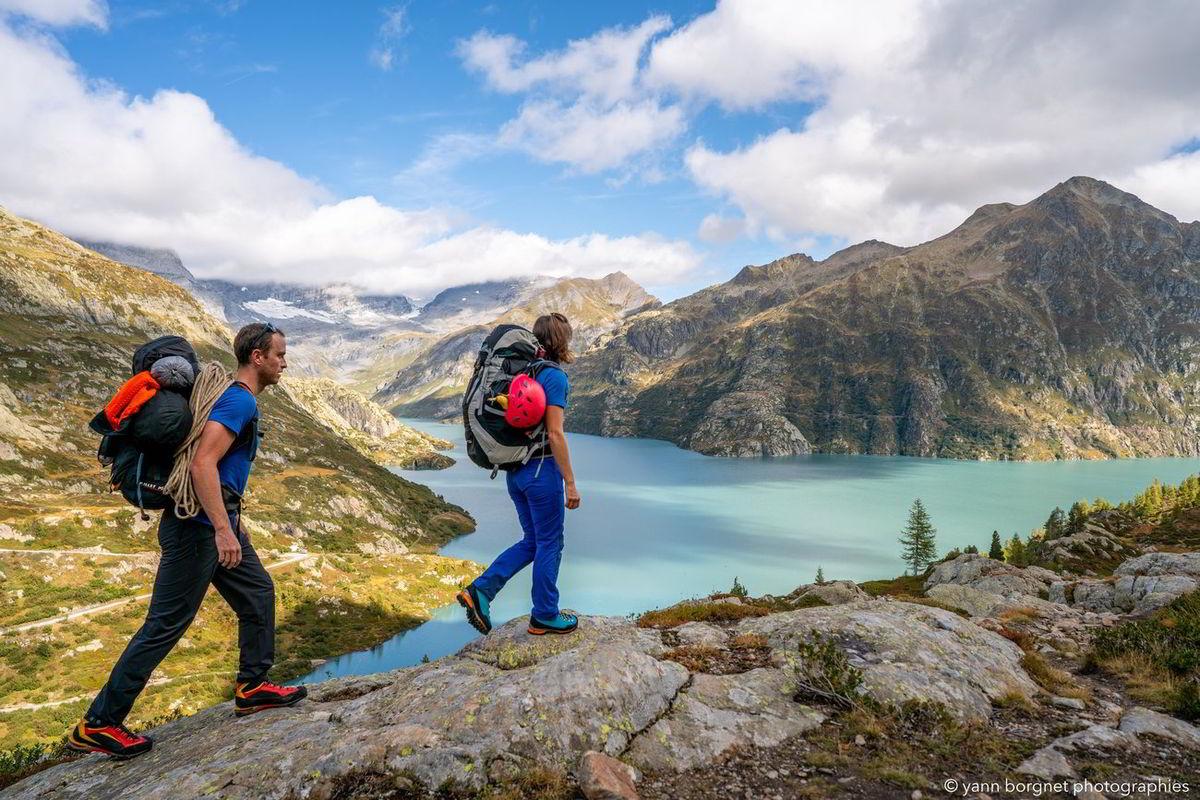 OGARUN trail en haute montagne au dessus d'un lac - crédits Yann Borgnet