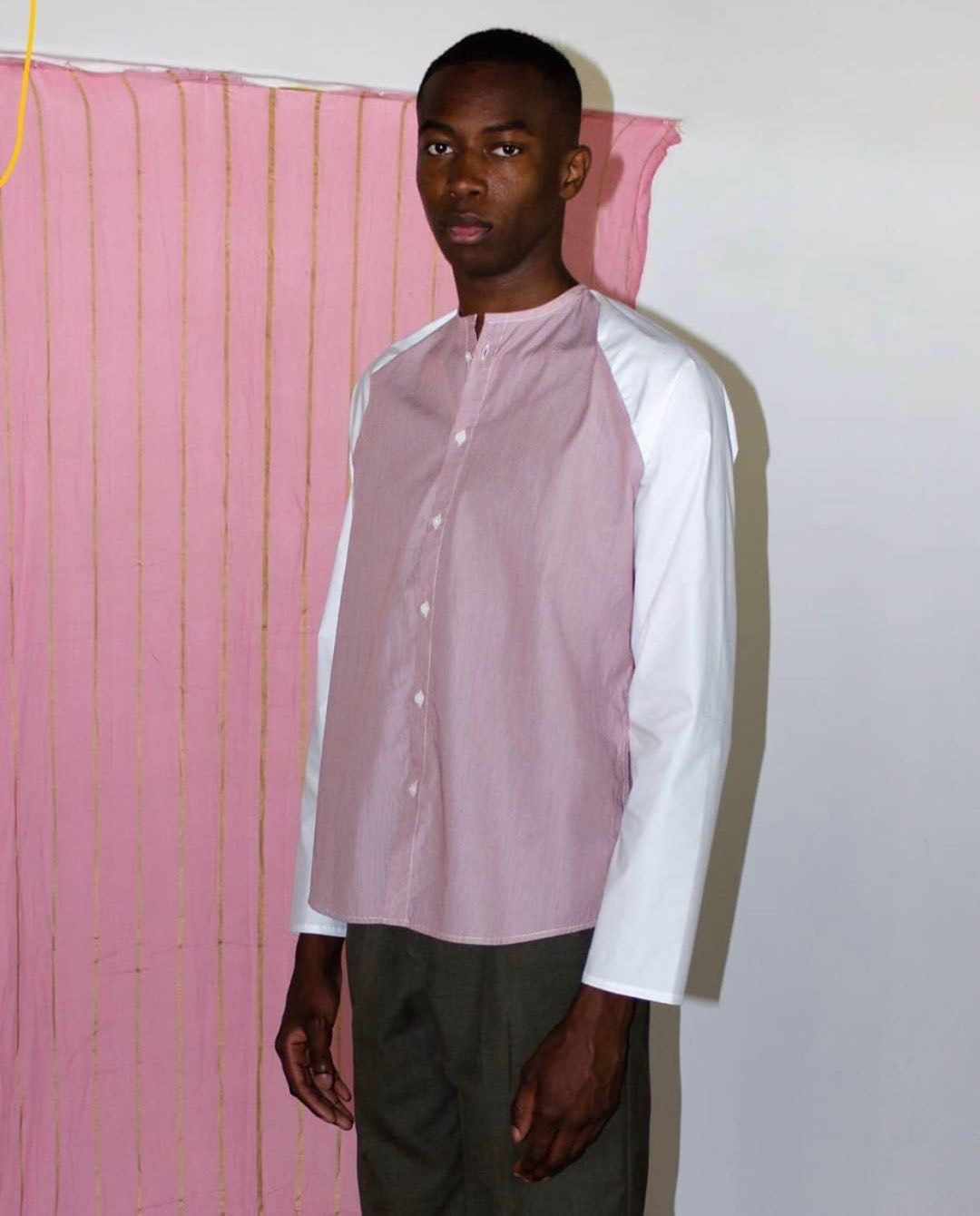 SuperMarché chemise mixte upcyclé porté sur homme copyight Sévia Chenut Ardouin alt