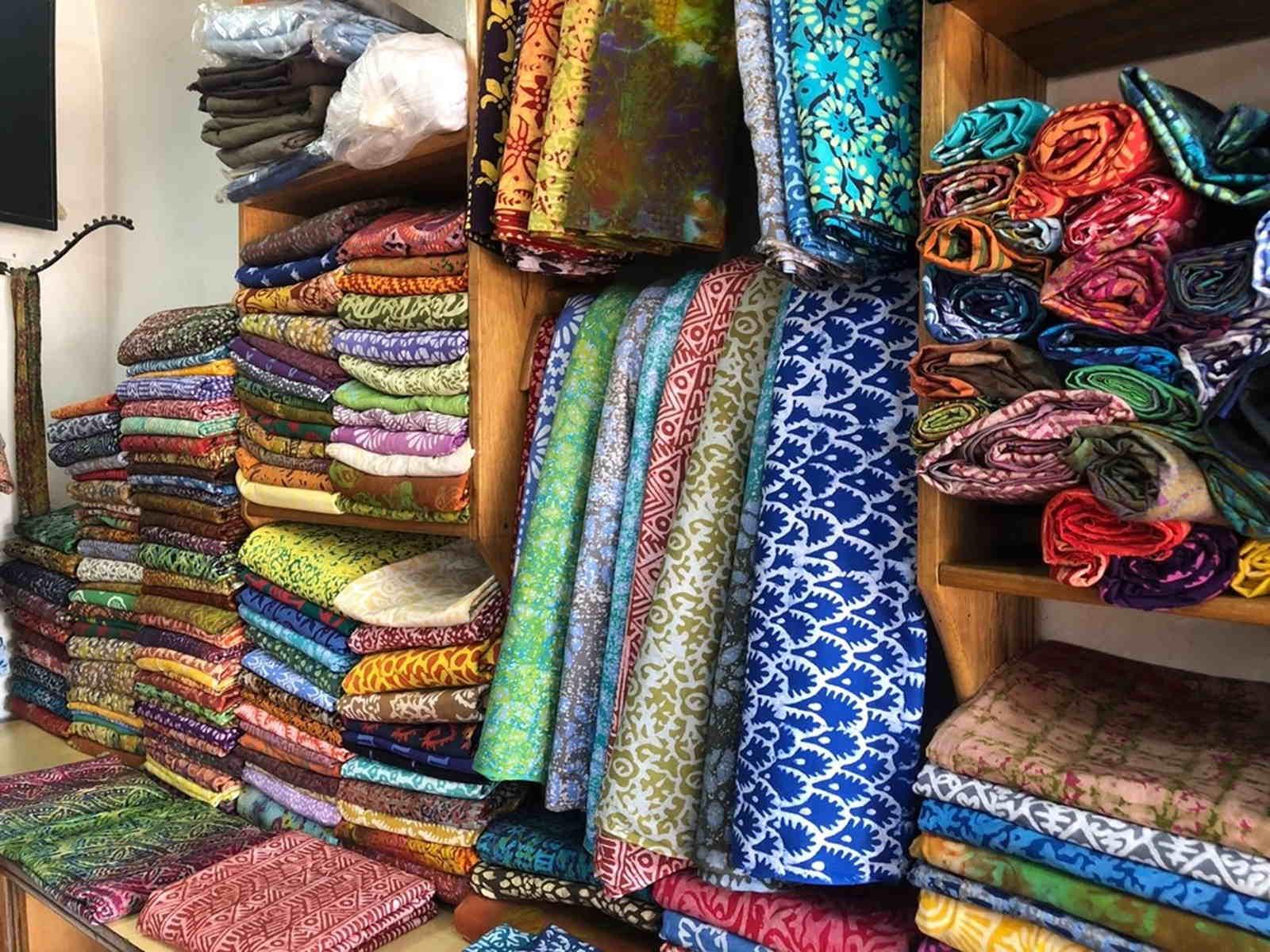 Panafrica - Photo de tissus Wax dans l'atelier d'Esther - Ghana