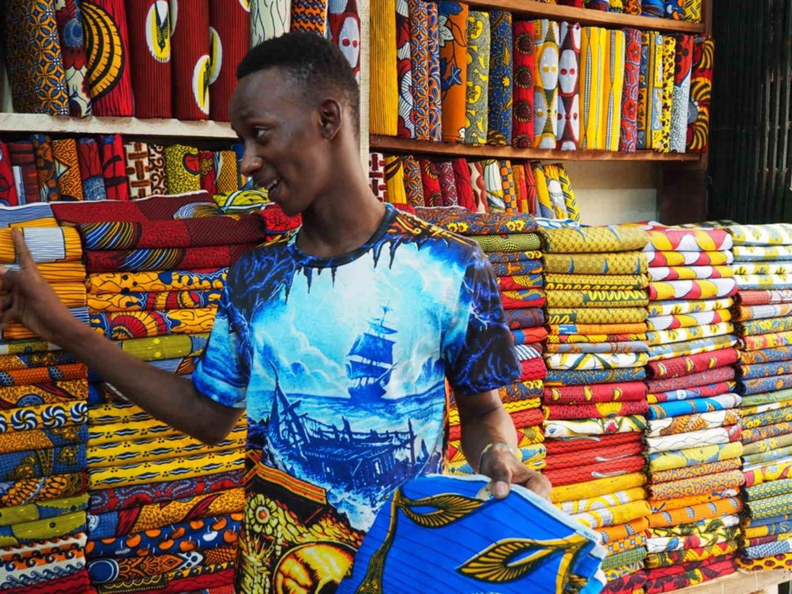 Voyage dans les coulisses de fabrication d'une basket Panafrica - tissu - wax -homme